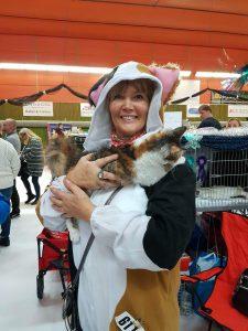 Bild på mig och Ölva,tema för utställningen var Cartoon därav min kattdräkt,jag vann 1 a pris för bästa dräkt.